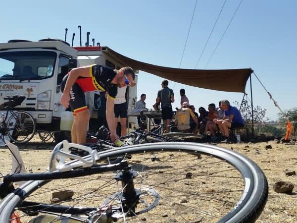 Roadside-lunch-after-Gondar-600x450