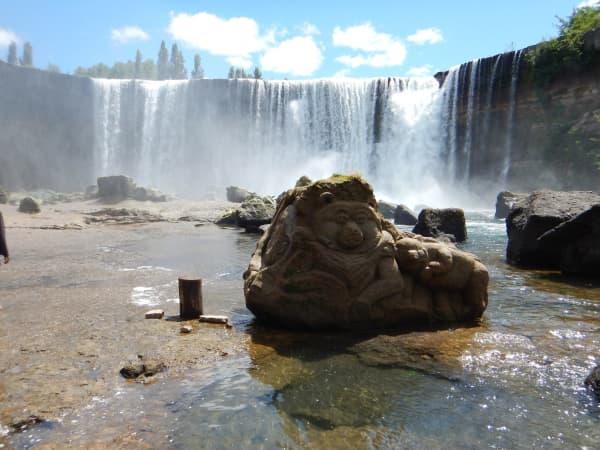 Salto del Laja Falls Statue