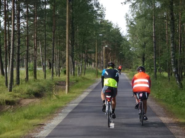 Estonia - The new bike-path leaving Tallinn is 3m wide with street lights ...and 18 km long