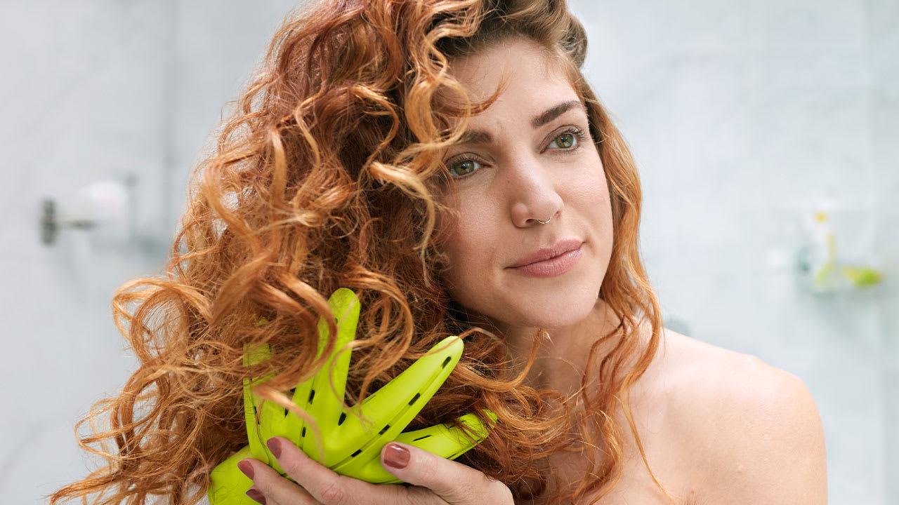 Frau mit welligem Haar