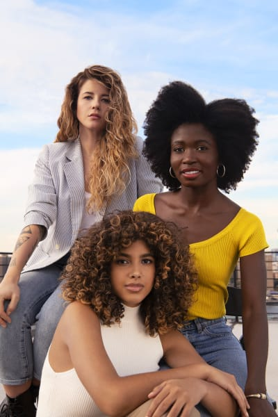 3 women with different hair textures hanging out