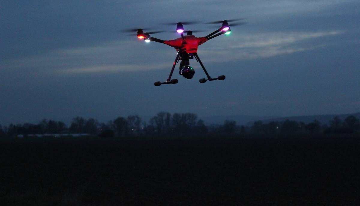 Mit dem Drohnenflug und Wärmebildkamera auf Rebhuhnsuche (Foto: A. Kinser)