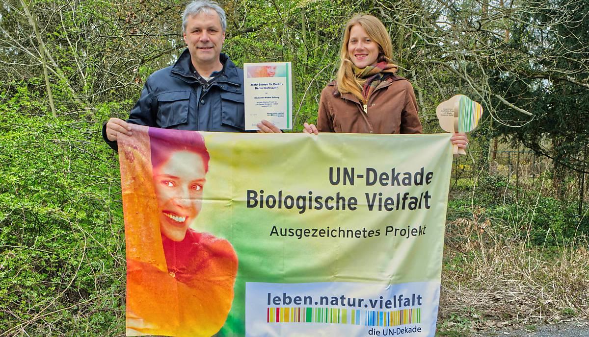 Projektleiter Christian Schmid-Egger (links) und Artenschutzreferentin Stella Weweler von der Deutschen Wildtier Stiftung. - Foto: Stella Weweler