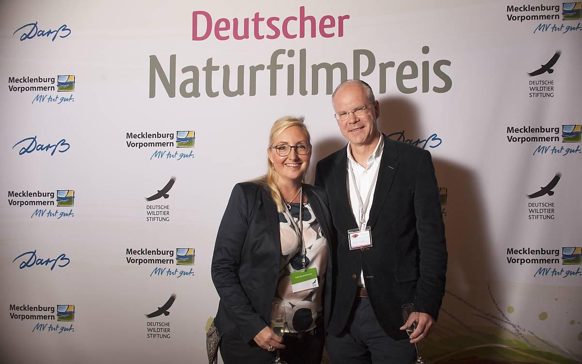 Gaby Schürmann, Leiterin Strategisches Marketing und Spenderbetreuung der Deutschen Wildtier Stiftung mit Partner Jens Knüppel.