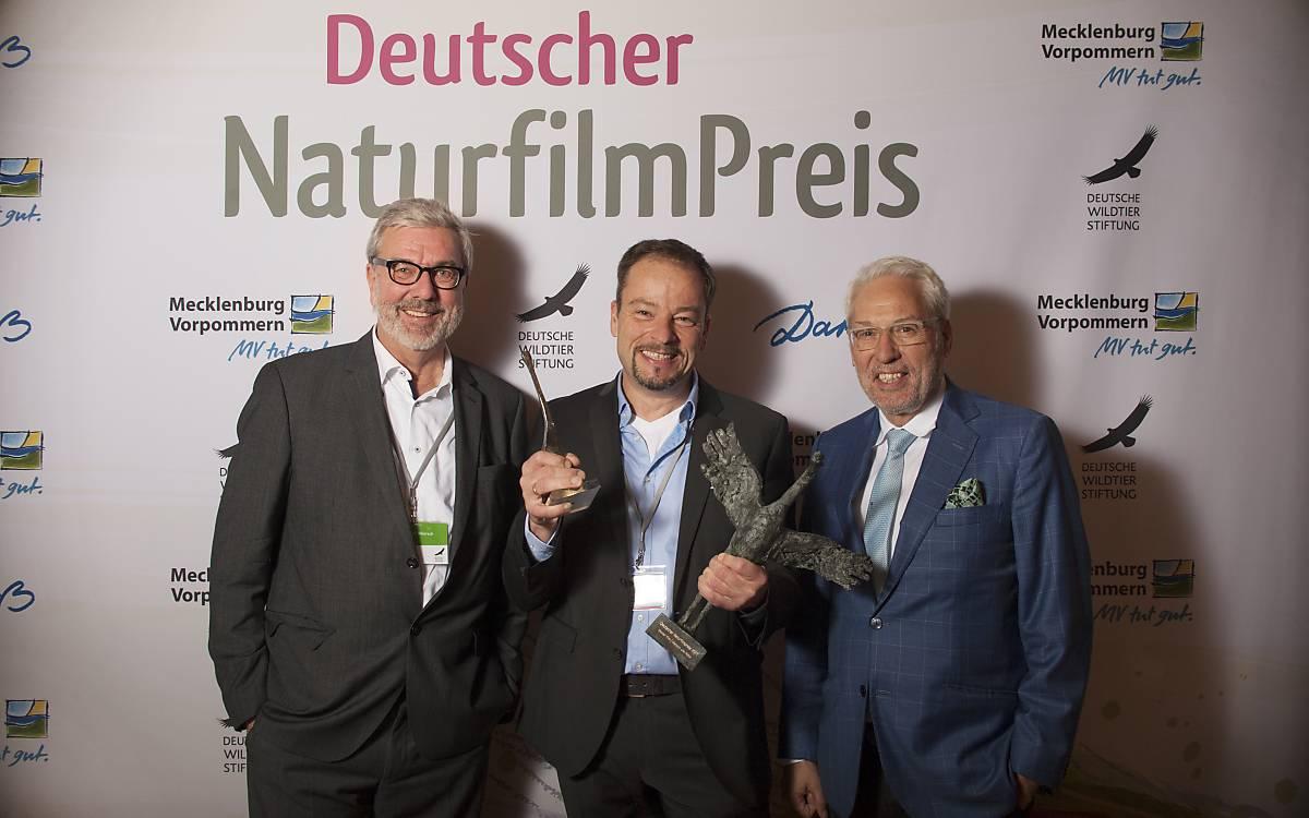 Michael Miersch, Moderator des Darßer NaturfilmFestivals, Geschäftsführer und Leiter Naturbildung der Deutschen Wildtier Stiftung, Preisträger Jan Haft und Prof. Dr. Fritz Vahrenholt, Alleinvorstand der Deutschen Wildtier Stiftung (von links nach rechts).