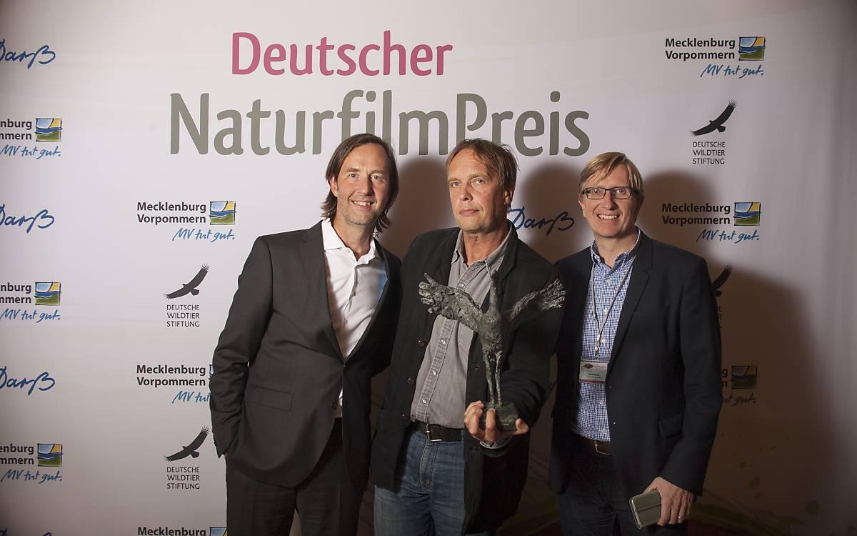 Oliver Heuss, Filmmusiker, mit dem Preisträger Jan Henriksson und Jörn Röver, Filmproduzent (von links nach rechts).