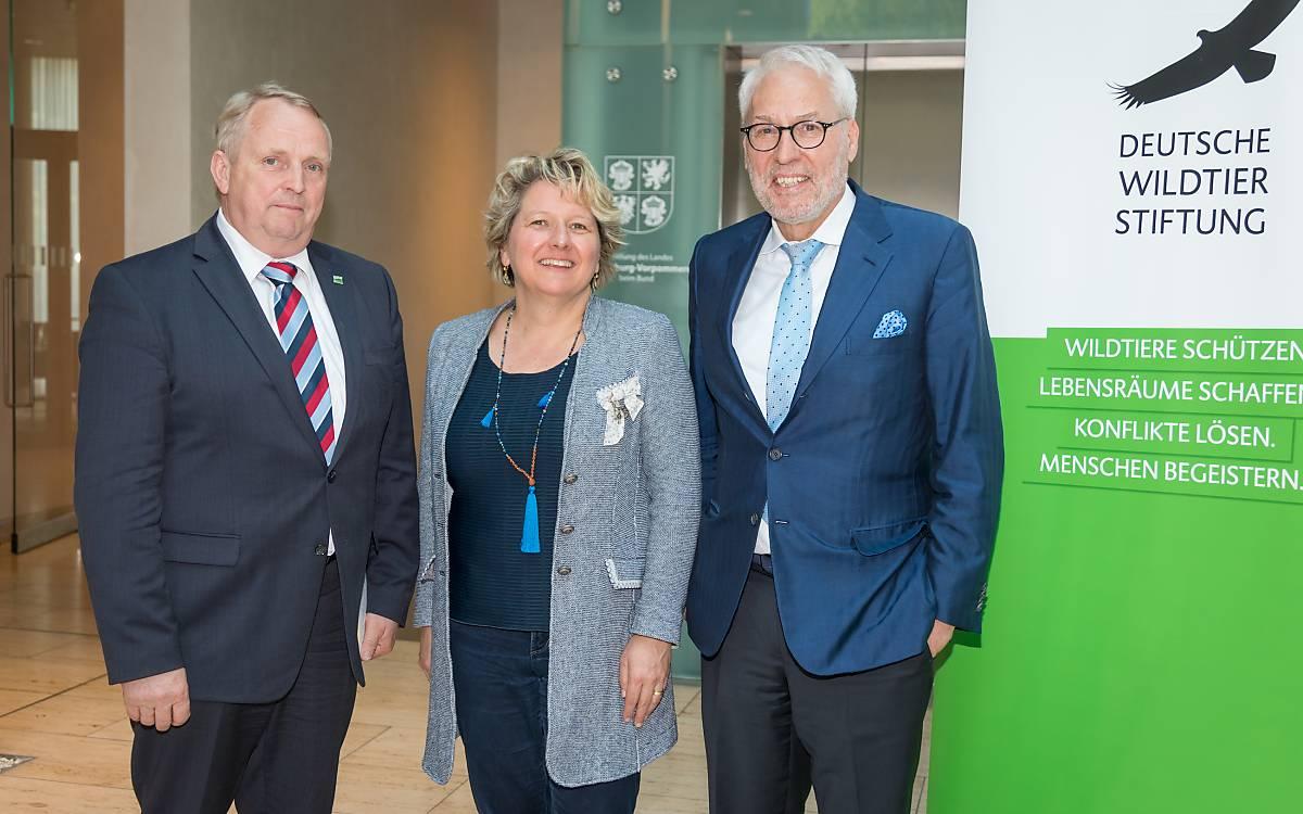 Dr. Till Backhaus, Ministerium für Landwirtschaft und Umwelt Mecklenburg-Vorpommern, Bundesumweltministerin Svenja Schulze, Prof. Dr. Fritz Vahrenholt, Alleinvorstand der Deutschen Wildtier Stiftung.