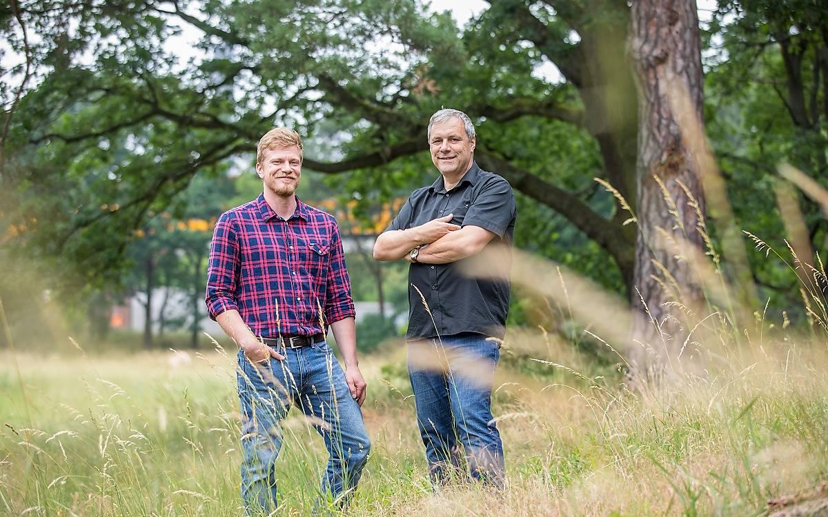 Manuel Pützstück mit Dr. Christian Schmid-Egger, Artenschutz Deutsche Wildtier Stiftung.