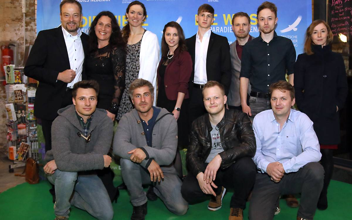 Von links: Jan Haft, Regisseur, Melanie Haft, Produzentin und das gesamte Team von nautilusfilm.