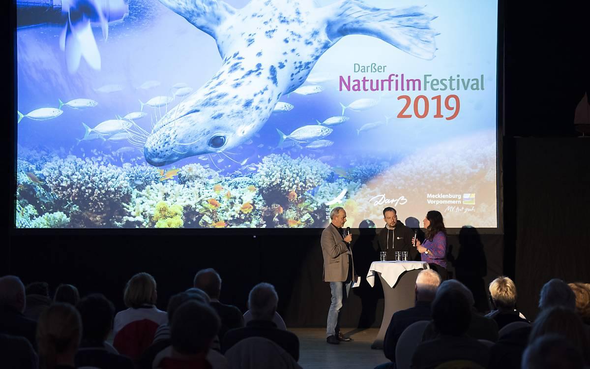 """Lothar Frenz, Jan Haft und Melanie Haft bei der Vorführung von """"Die Wiese – Ein Paradies nebenan"""" in Zingst"""
