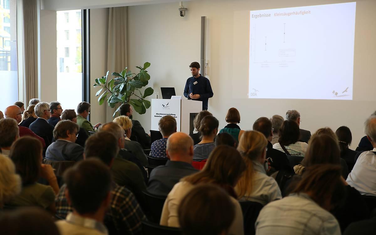 Jakob Katzenberger vom DDA präsentierte die Ergebnisse der wissenschaftlichen Evaluation - Foto: DeWiSt / Mo Camara