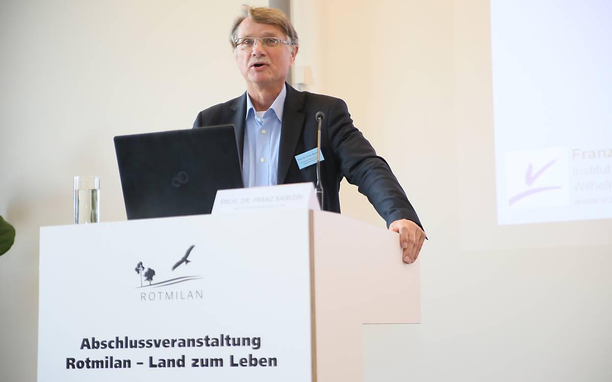 Prof. Dr. Franz Bairlein referierte über die Verantwortungsart Rotmilan - Foto: DeWiSt / Mo Camara
