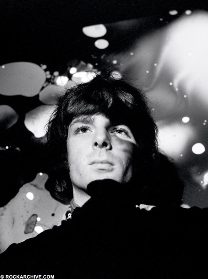 Rockarhive.com photo of Pink Floyd in black in white