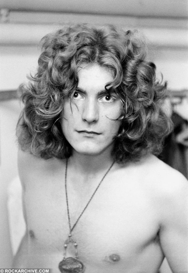 Rockarhive.com photo of Robert Plant Led Zepplin in black in white