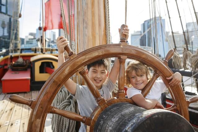 キャプテンクックの乗ってきた船、エンデバー号のレプリカを見学