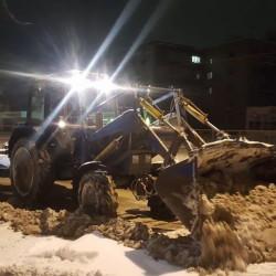 С центральных улиц вывезли 127 самосвалов снега, коммунальщики сбивают сосульки с крыш, с 23 декабря в парках начнутся новогодние «ёлки»