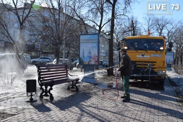 Улицы Ульяновска очищают от грязи