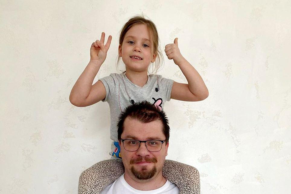 6-летняя дочь Харламова и Асмус занялась дизайном одежды