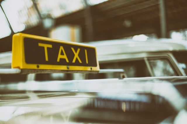 Бывший солист «Отпетых мошенников» из-за безденежья стал таксистом