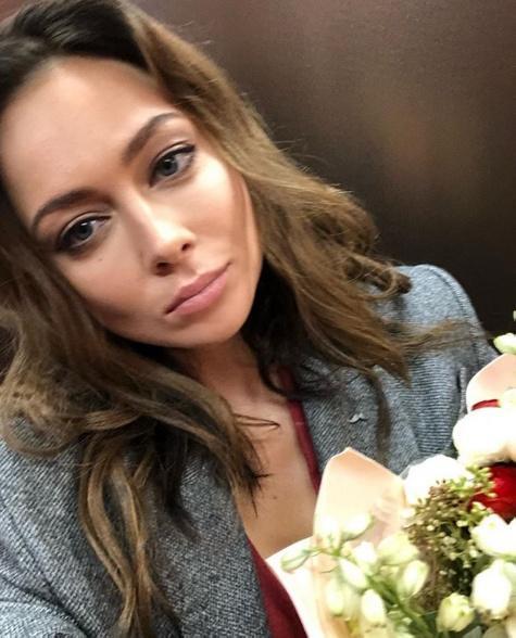 Настасья Самбурская показала кадры с фотосессии для мужского журнала Maxim