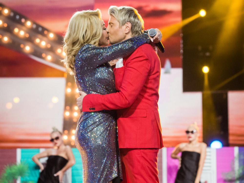 «Большая любовь»: Успенская прилюдно слилась с Басковым в страстном поцелуе (фото)