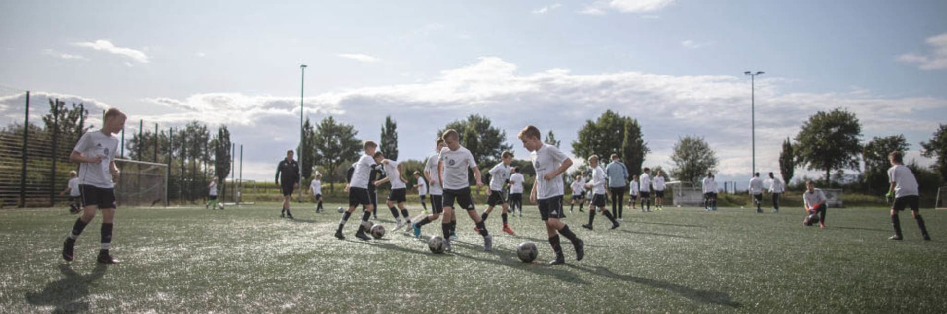 Eine Trainingseinheit von U 12- und U 13-Talenten zusammen mit den deutschen U 16-Junioren.