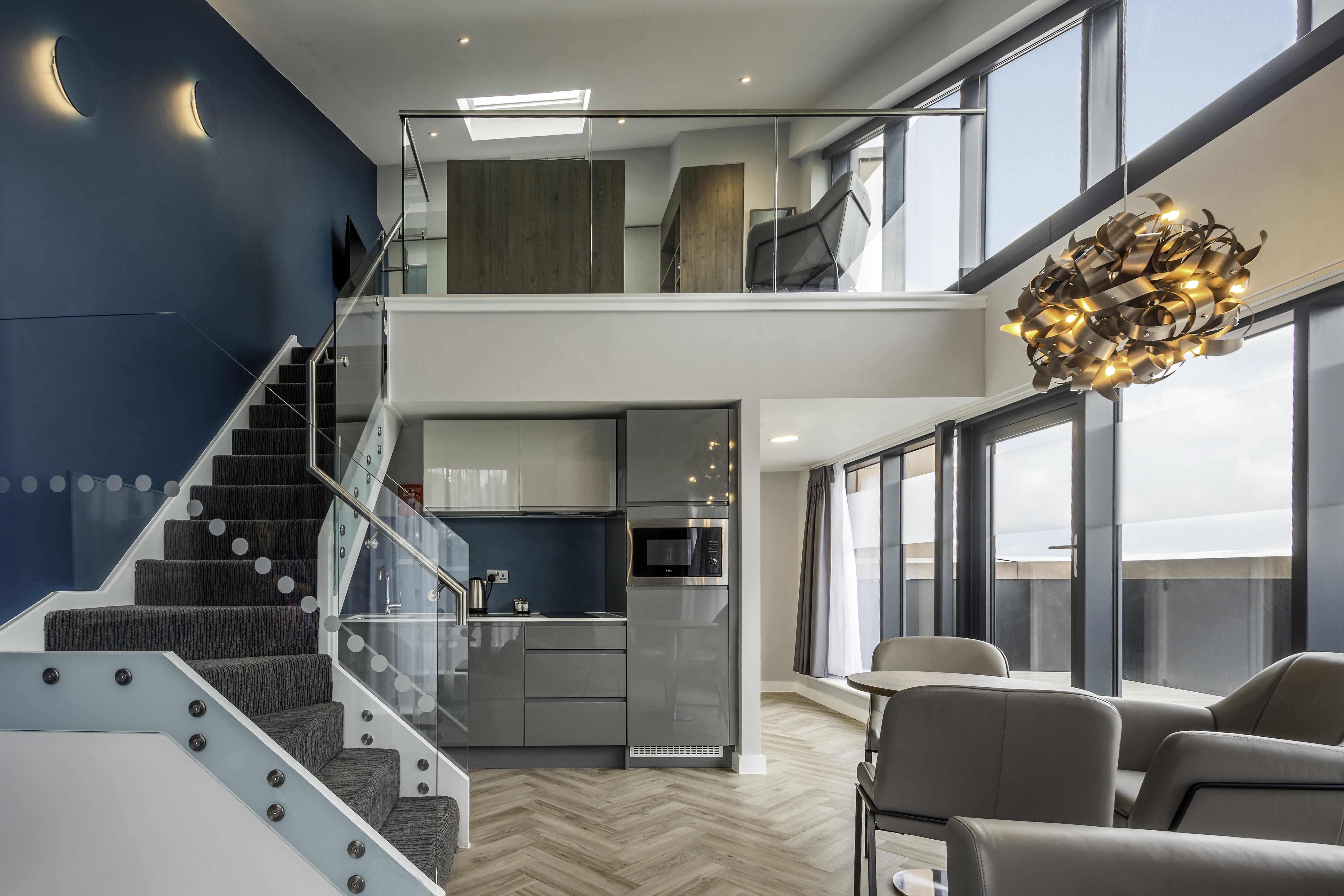 Roomzzz Aparthotel York City Duplex Loft Dezign Suite
