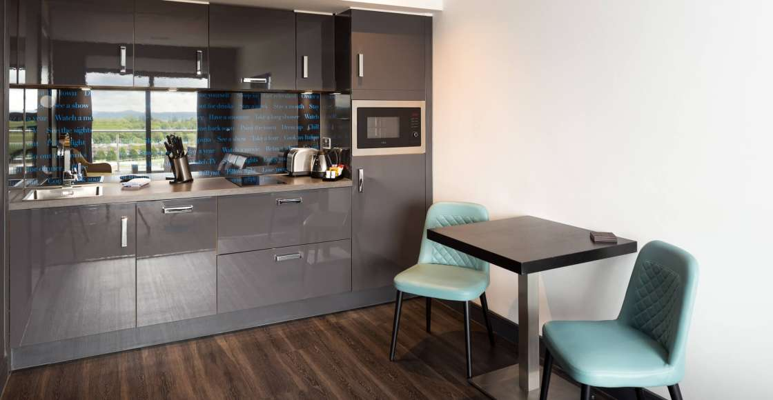 Fully equipped Penthouse Suite kitchenette with dining area. – Serviced Apartment Chester