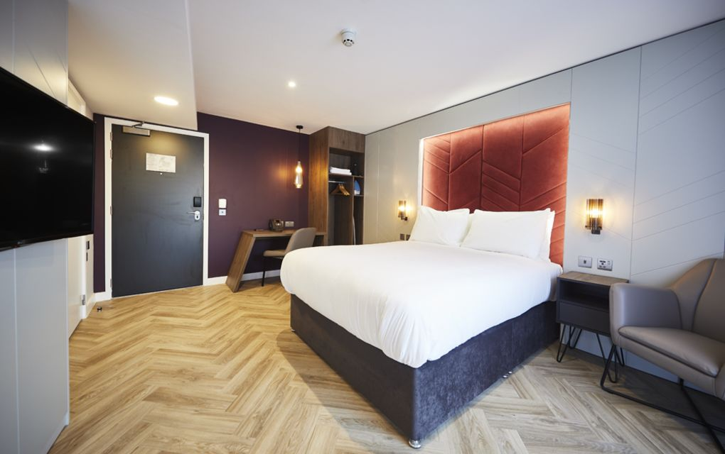 Grande Studio Student Apartment in York. King Size Bed and Flat Screen TV. IconInc @ Roomzzz