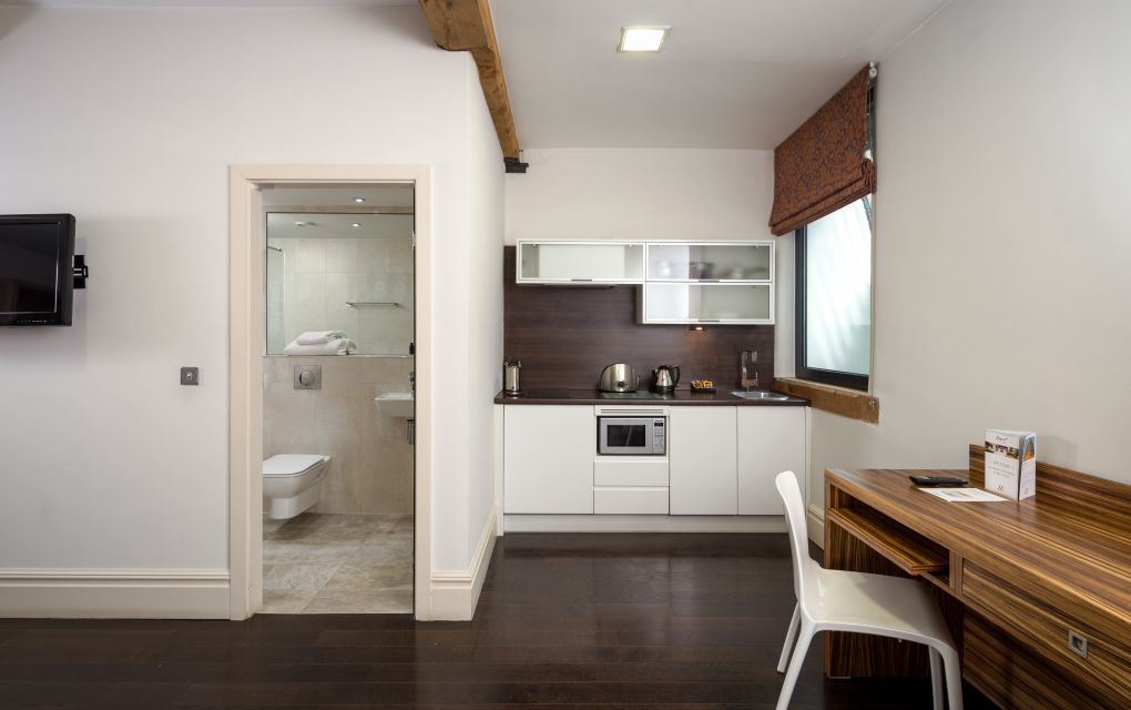 Smart Studio Student Apartment in Manchester. Desk and Fully Equipped Kitchen. IconInc @ Roomzzz