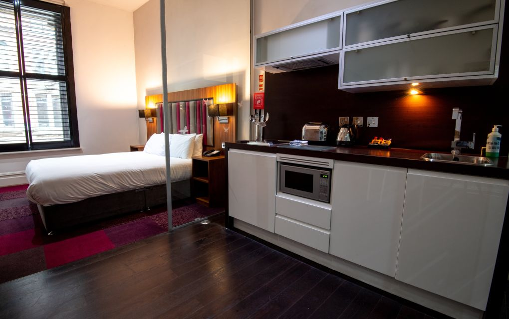 Smart Studio Student Apartment in Manchester. King Size Bed and Fully Equipped Kitchen. IconInc @ Roomzzz