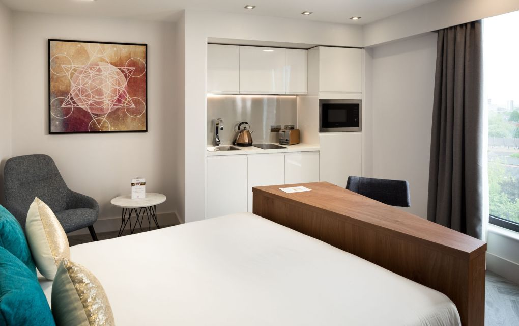 Smart Studio Student Apartment in London. King Size Bed and Fully Fitted Kitchen. IconInc @ Roomzzz
