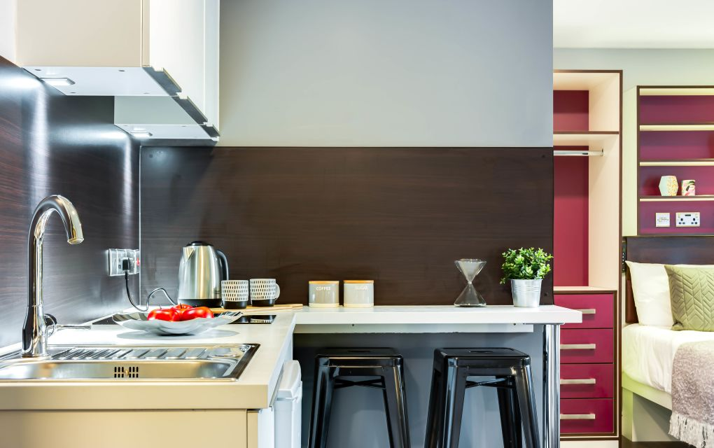 Elegance Student Apartment in Leeds with Kitchen and Breakfast Bar. IconInc, The Edge