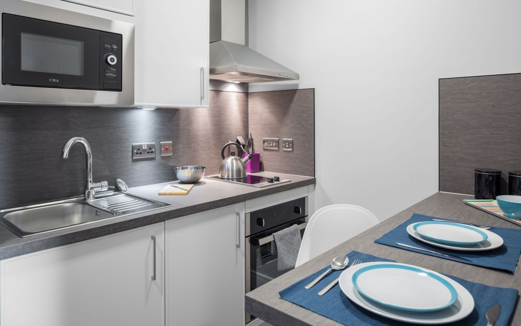 Elegance Student Apartment in Liverpool with fully fitted kitchen and breakfast bar. IconInc, The Ascent