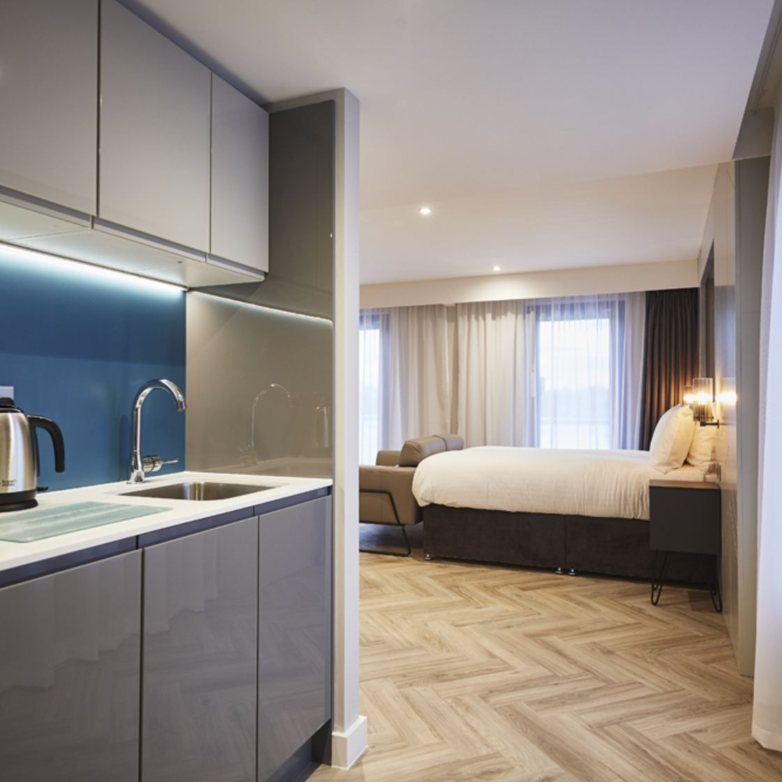 Grande Studio Student Apartment in York with King Size Bed and Kitchen. IconInc @ Roomzzz