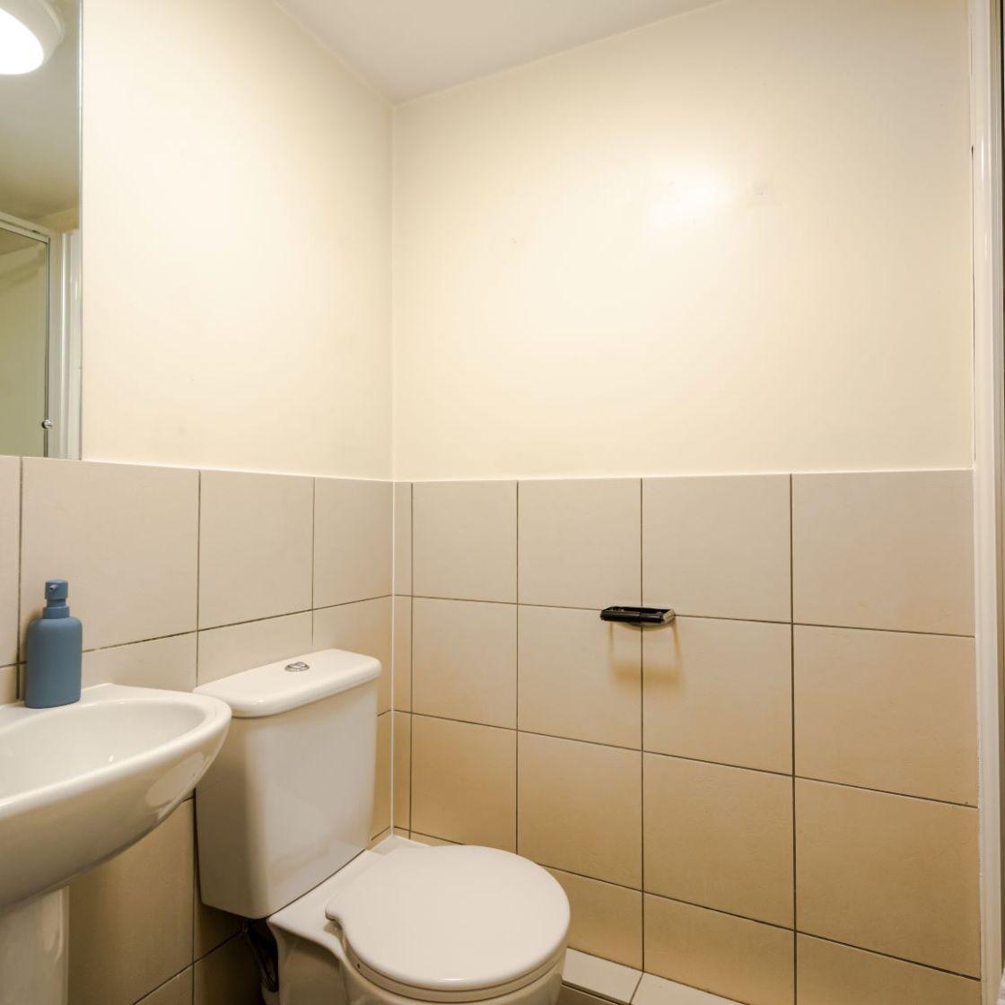 Standard student apartment in Leeds, En-suite bathroom. IconInc, Triangle.
