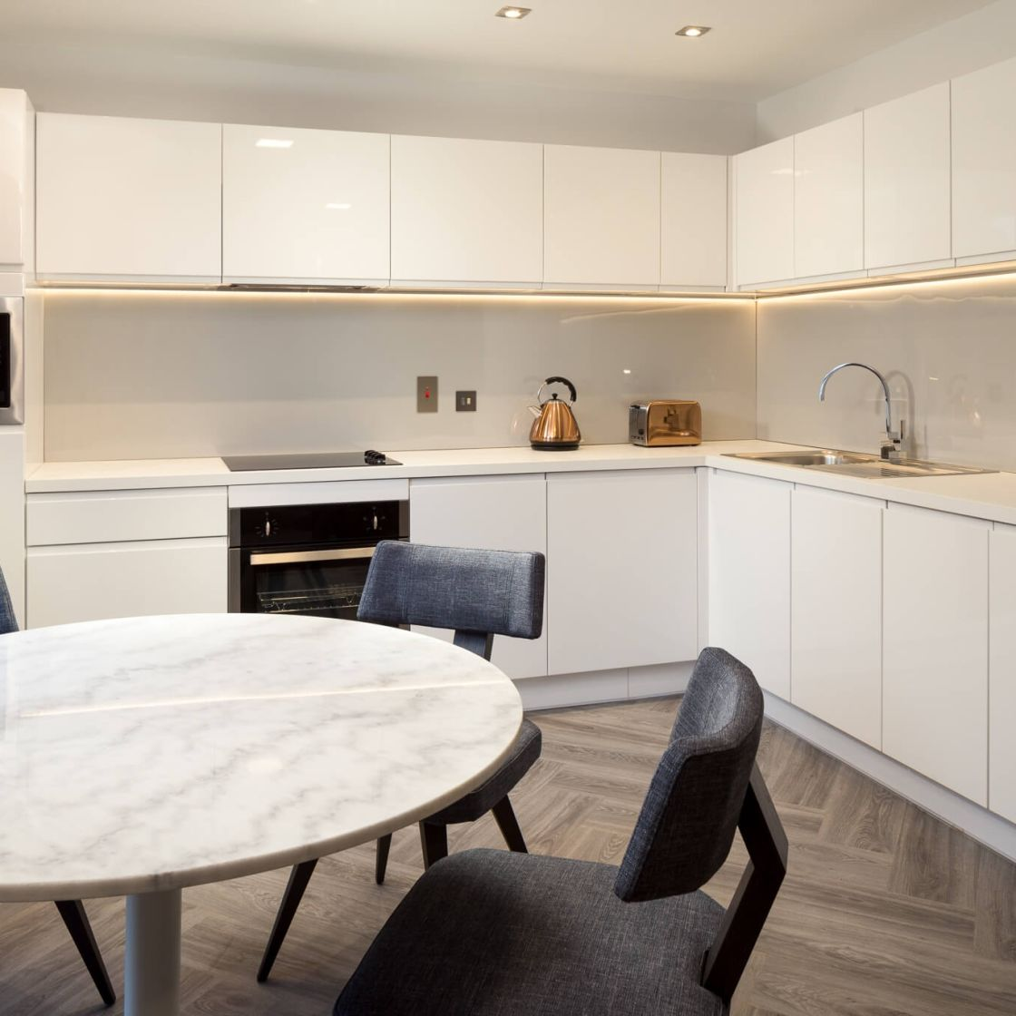 Student Apartment in London. Fully Equipped Kitchen. IconInc @ Roomzzz