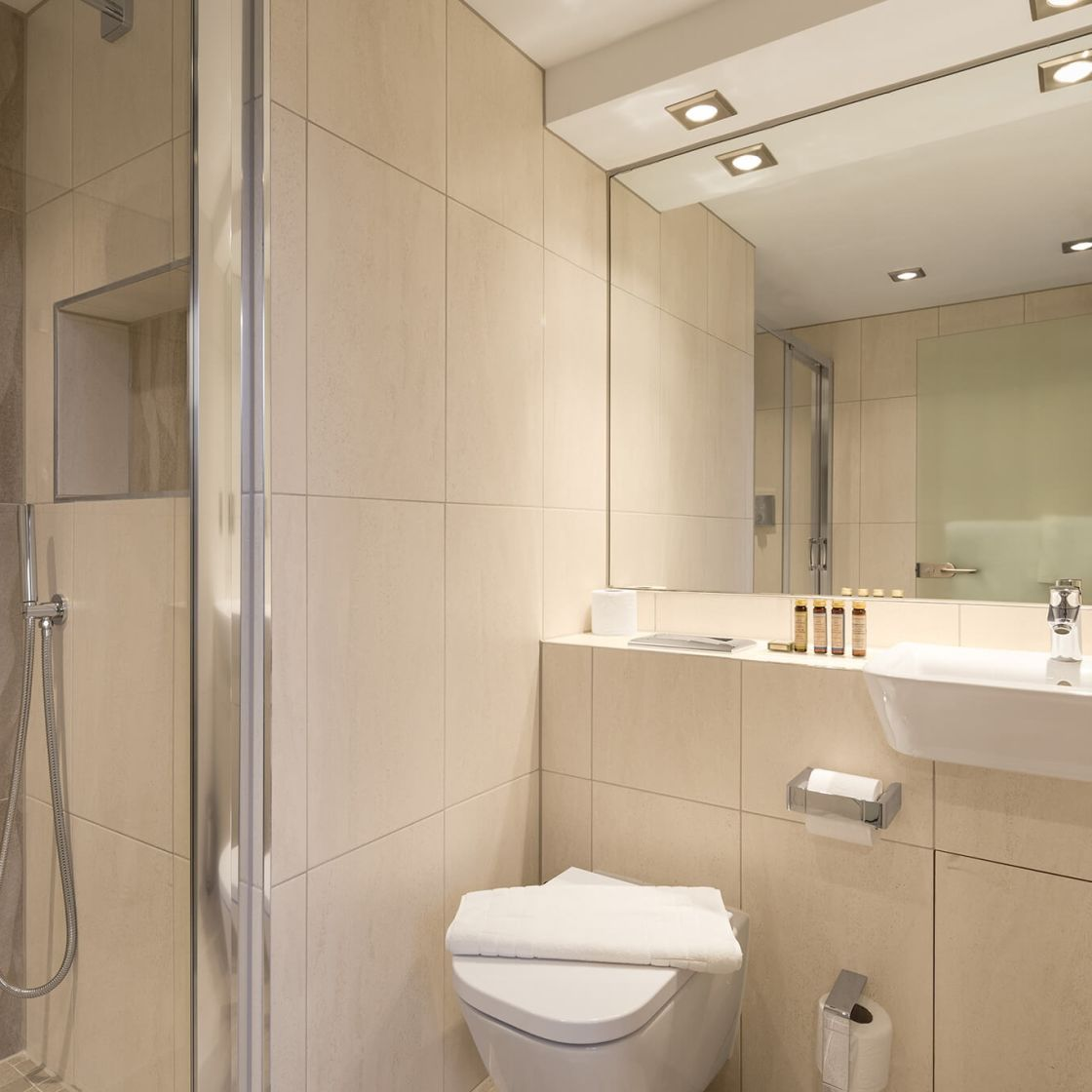 Studio Student Apartment in Manchester. En-suite with Power Shower. IconInc @ Roomzzz