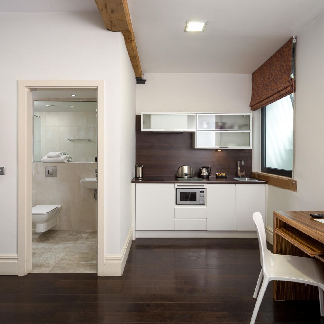Smart Studio Student Apartment in Manchester. Fully Equipped Kitchen and En-Suite. IconInc @ Roomzzz