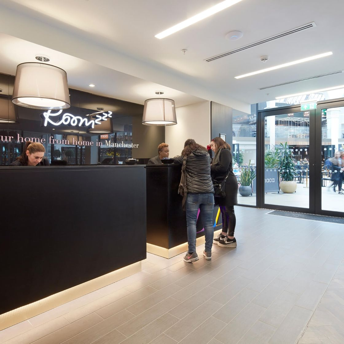 24 Hour reception desk at IconInc @ Roomzzz. Student Accommodation in Manchester