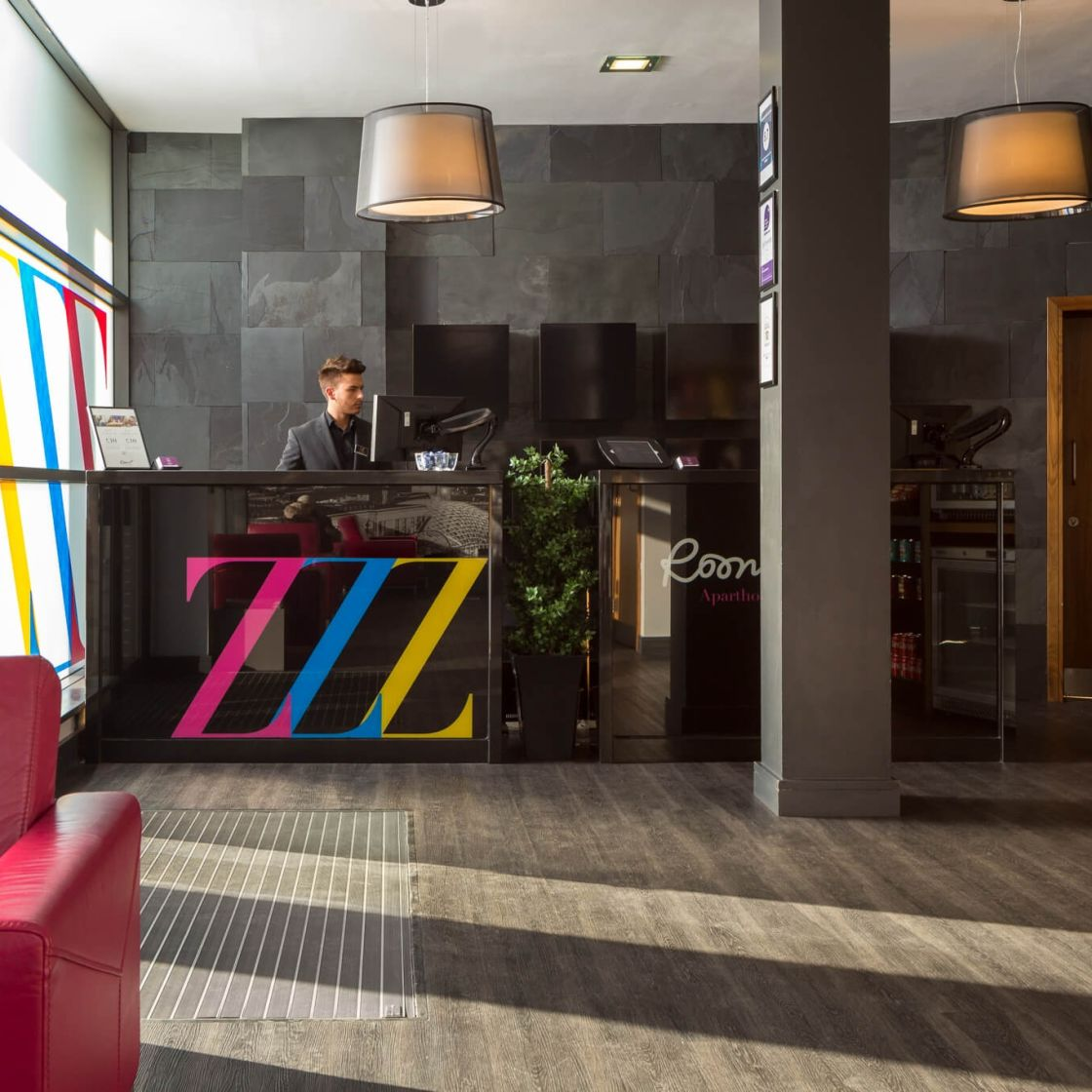 24 hour reception desk at IconInc @ Roomzzz Leeds City West. Student Accommodation in Leeds