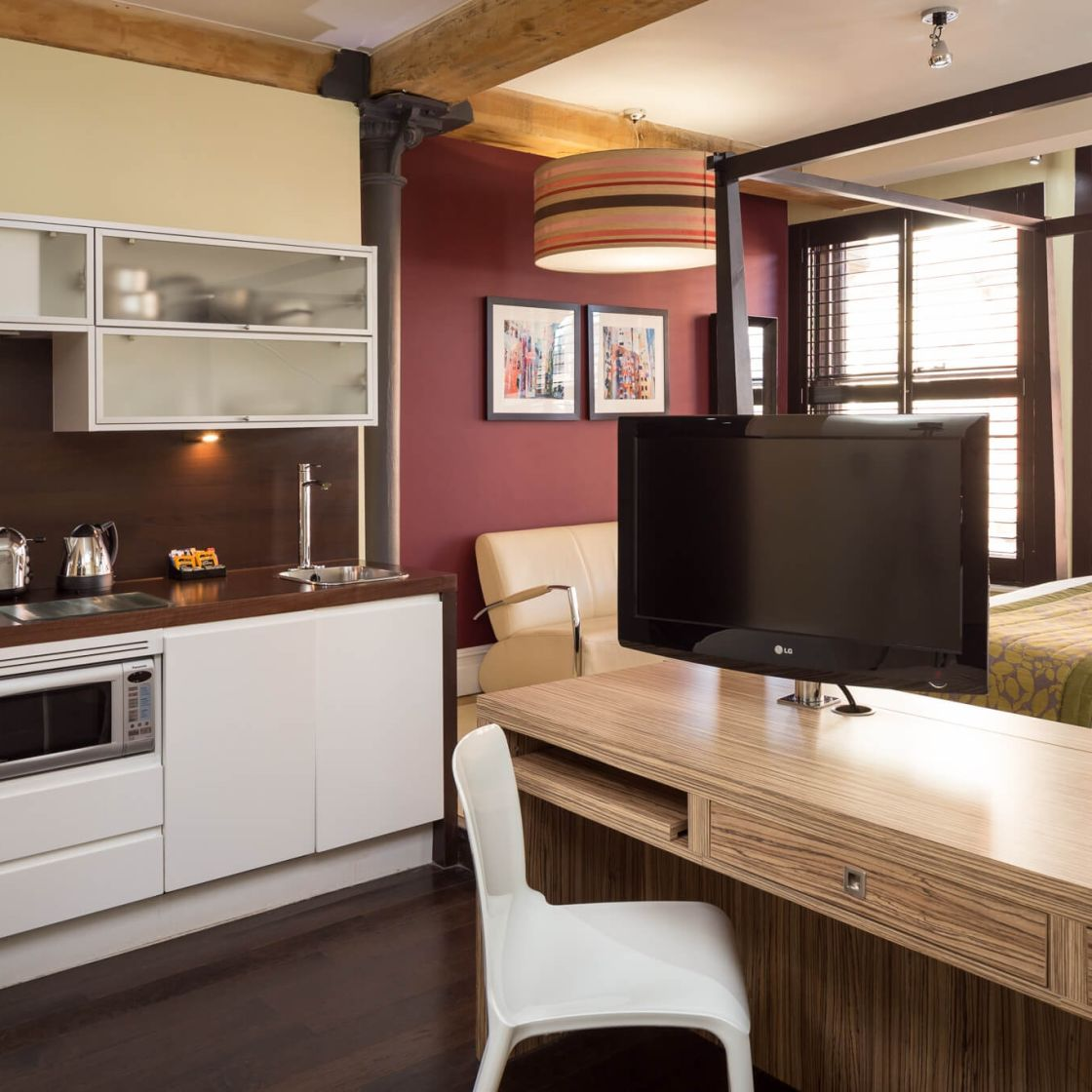 Grande Studio Student Apartment in Manchester with Fully Equipped Kitchen and Four Poster Bed. IconInc @ Roomzzz