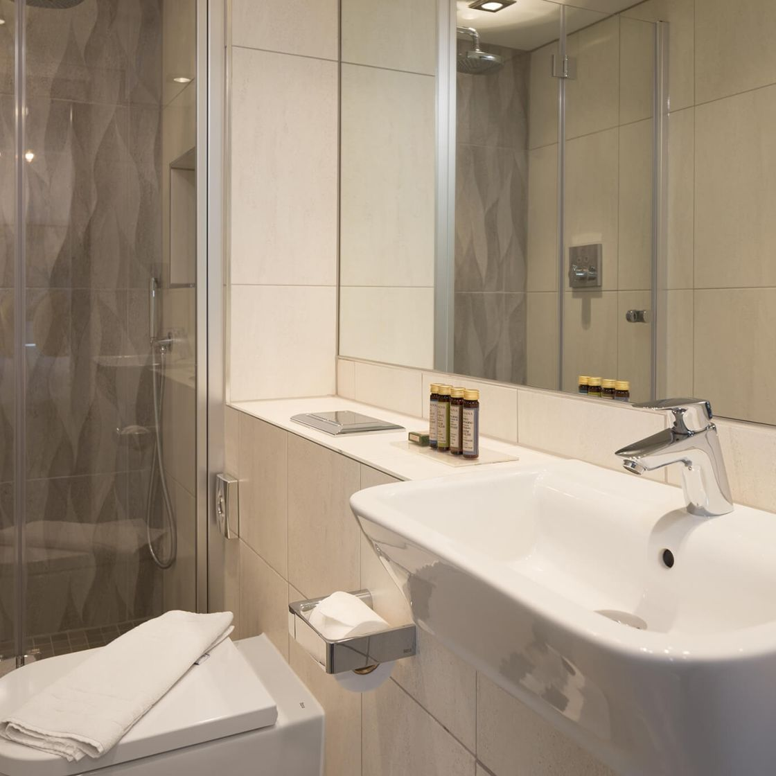 Studio Student Apartment in Manchester. En-suite with Rainfall Shower. IconInc @ Roomzzz