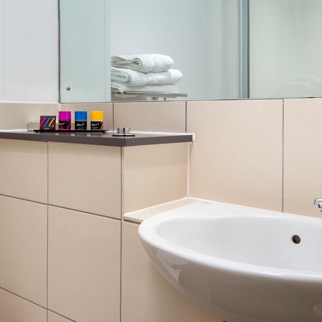 Grande Studio student apartment in Leeds. En-suite bathroom. IconInc @ Roomzzz Leeds City West