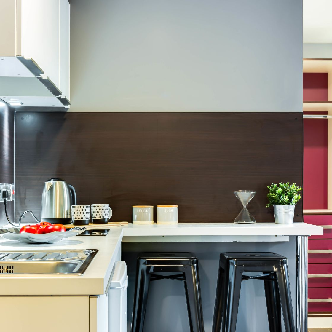 Elegance Student Apartment in Leeds. Kitchen with breakfast bar. IconInc, The Edge