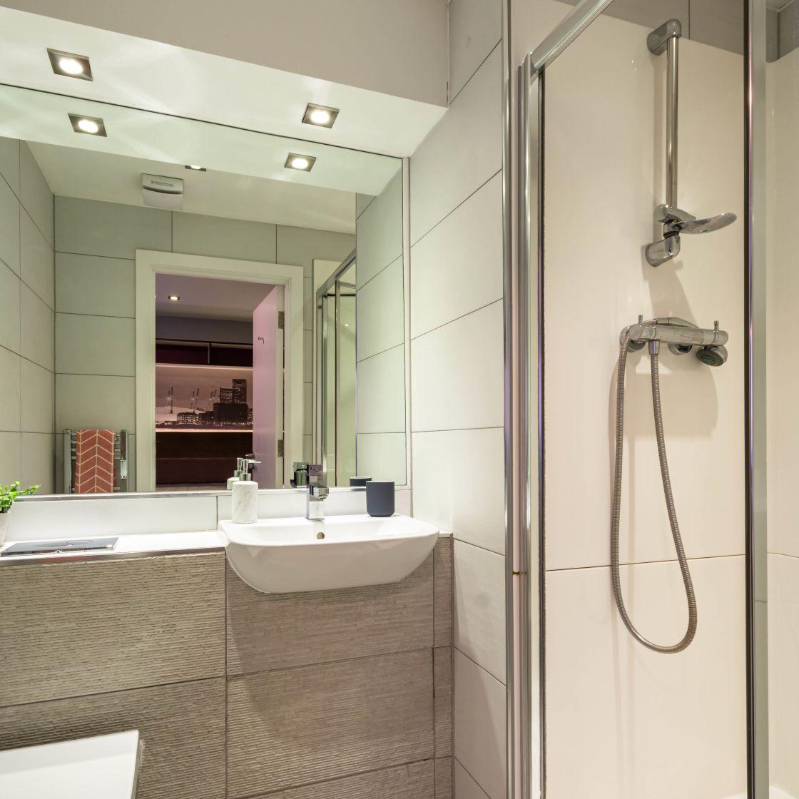 Elegance Student Apartment in Leeds, En-suite bathroom with shower. IconInc, The Edge