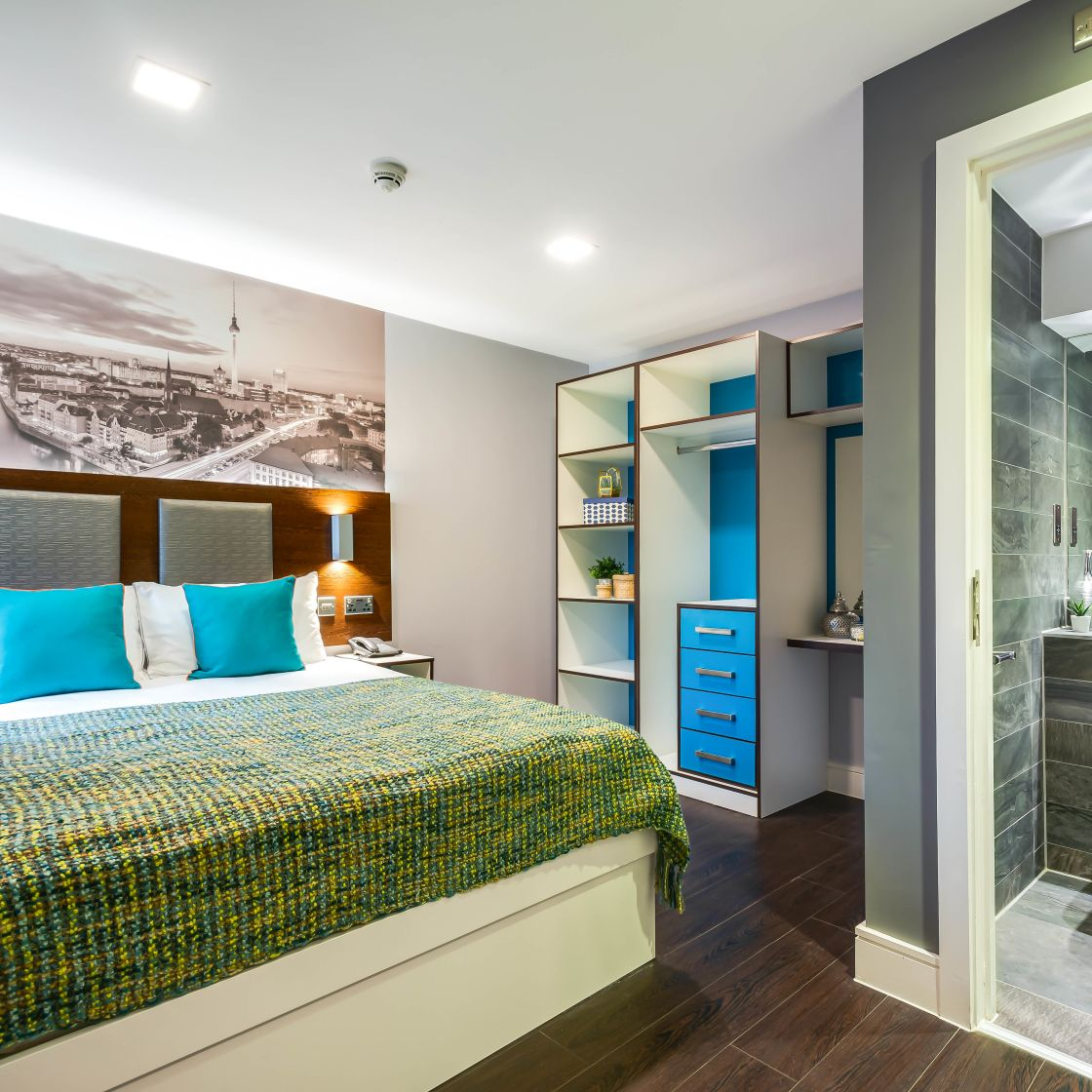 Grande Student Apartment in Leeds with King Size Bed and En-suite. IconInc, The Edge