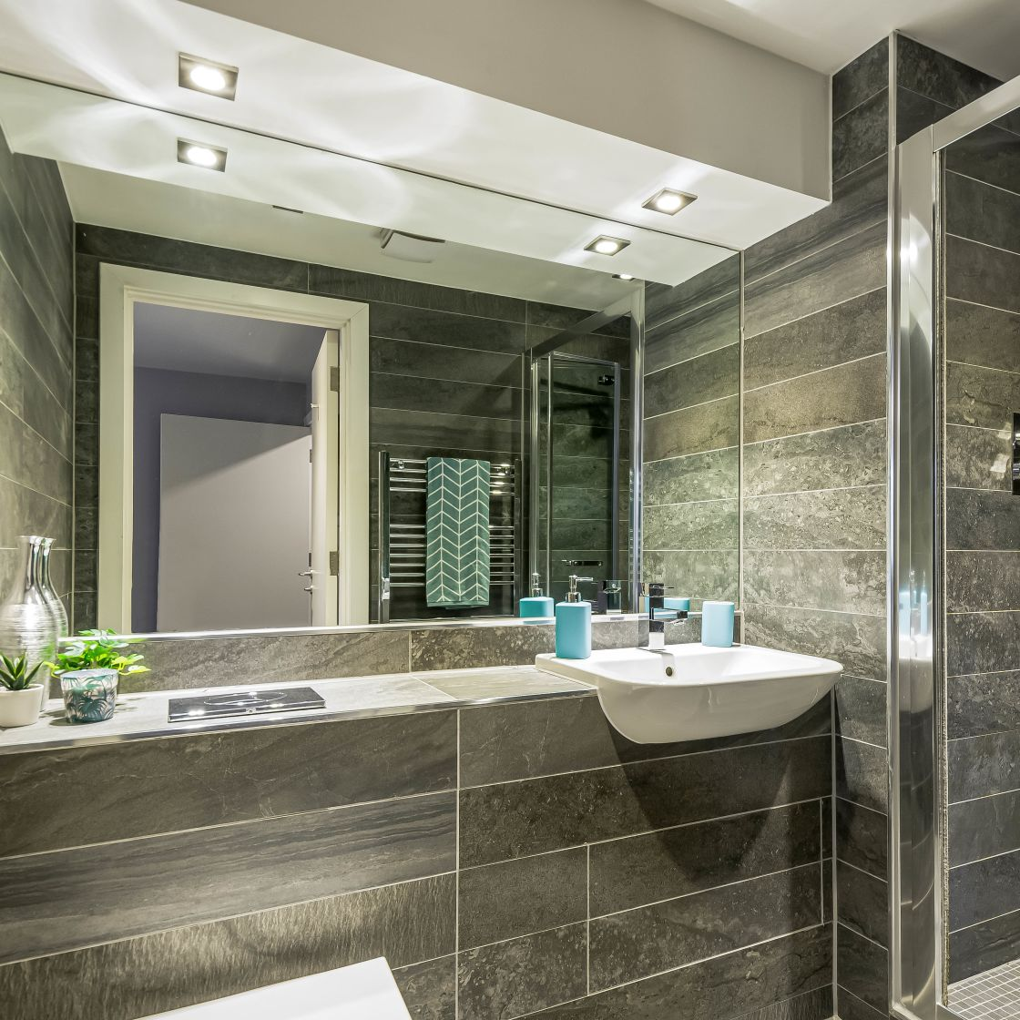 Grande Student Apartment in Leeds En-suite Bathroom with Shower. IconInc, The Edge
