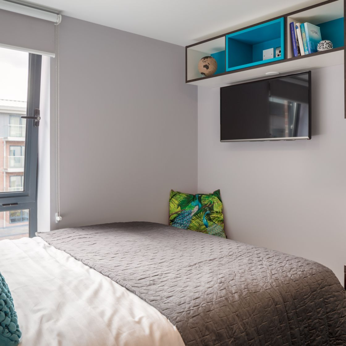 Smart Student Apartment in Leeds with King Size and Flat Screen TV at IconInc, The Glassworks