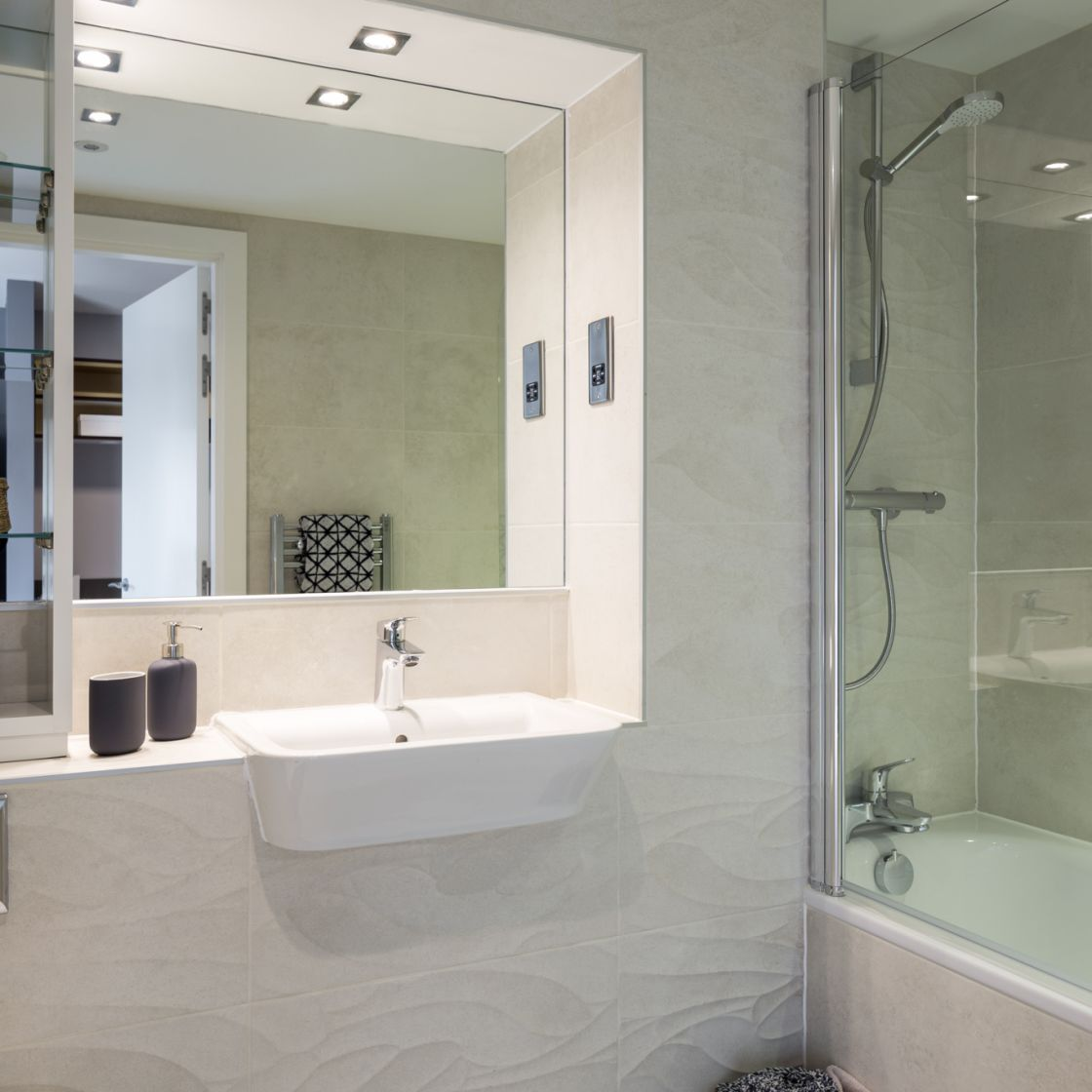 Grande Student Apartment in Leeds with En-suite Bath and Shower. IconInc, The Glassworks